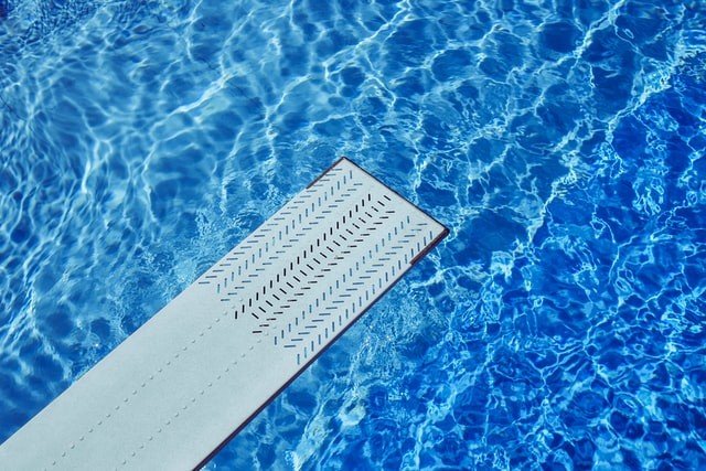 Cleaning with chlorine; only for pools?